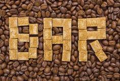 糖和咖啡豆的构成以酒吧的形式 库存图片