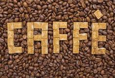 糖和咖啡豆的构成以caffe的形式 免版税图库摄影