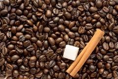 糖和咖啡豆 免版税库存照片