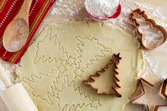 糖屑曲奇饼成份和切削刀 免版税库存照片
