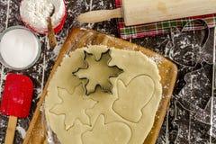 糖屑曲奇饼成份和切削刀 库存图片