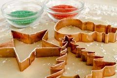 糖屑曲奇饼成份和切削刀 图库摄影