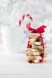 从糖星曲奇饼的自创被烘烤的圣诞树 库存图片