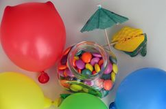 糖果五颜六色的甜点 桃红色,黄色和绿色糖果和五颜六色的轻快优雅 图库摄影