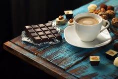 糖果咖啡与巧克力块的和品种  免版税库存照片