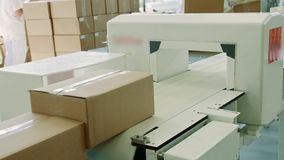 糖果工厂 箱子用在传动机的糖果 影视素材