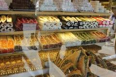 糖果店和食物在伊斯坦布尔,土耳其 库存图片