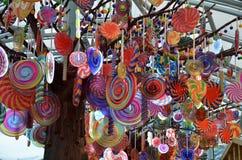 糖果式样垂悬在手段世界圣淘沙的树模型 库存照片