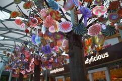 糖果式样垂悬在手段世界圣淘沙的树模型 库存图片