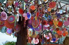 糖果式样垂悬在手段世界圣淘沙的树模型 图库摄影