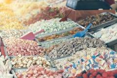 糖果待售在街市上 免版税库存照片