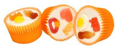 糖果装饰了杯形蛋糕 库存图片