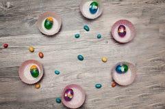 糖果颜色在薄菏的复活节彩蛋 糖果复活节彩蛋 库存图片