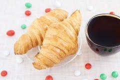 糖果 新年度 茶 新月形面包 甜点 免版税库存照片