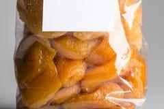 糖煮的杏子宏指令在豪华塑料袋的 库存照片