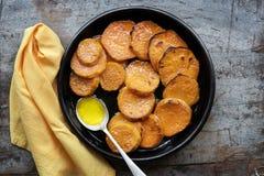 糖煮的薯类或白薯顶视图 免版税库存照片