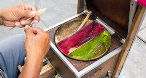 从糖的亚洲人手工造型传统艺术糖果与fo 库存图片