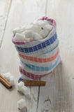 糖立方体在帆布袋子的 免版税库存照片