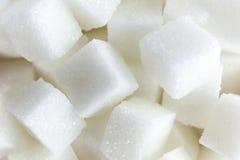 糖立方体鸟瞰图在方形的形状的碗的在被隔绝的白色背景 库存照片
