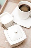 糖罐和咖啡 免版税库存图片