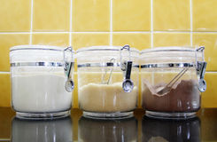 糖,盛奶油小壶,可可粉容器 库存图片