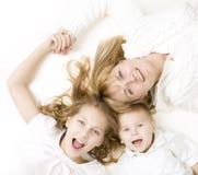 系列愉快的孩子母亲 库存图片