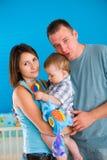 系列愉快的家庭纵向 免版税库存图片