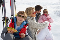 系列滑雪假期年轻人 免版税图库摄影