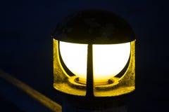 系船柱灯有被弄脏的背景 免版税图库摄影
