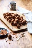 素食主义者巧克力给上釉的块菌 图库摄影