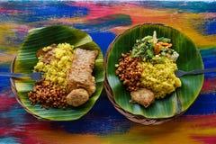素食主义者或素食主义者餐馆断送侧视图,在碗的热的辣印地安米 健康传统东部地方食物 免版税库存图片