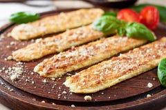 素食主义者面包棒用大蒜和腰果乳酪 库存图片