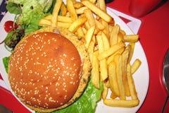 素食汉堡和炸薯条 图库摄影