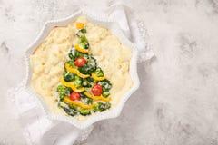 素食焦干酪用硬花甘蓝、花椰菜、蕃茄和胡椒圣诞节的 库存照片