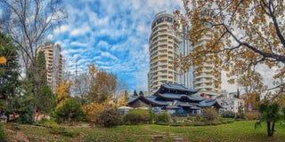 索契,俄罗斯- 2015年11月28日:俄国日本友谊庭院的全景  库存照片
