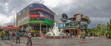 索契,俄罗斯- 2018年6月16日:在唱歌喷泉的正方形 免版税库存图片
