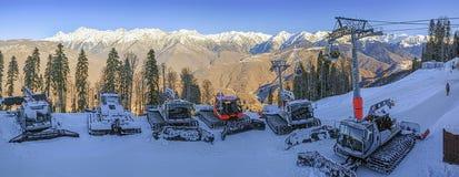 索契,俄罗斯- 2015年12月19日:在高尔基市滑雪胜地的Rathracks  库存照片
