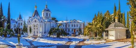 索契,俄罗斯- 2016年1月27日:寺庙复合体的冬天全景 库存照片