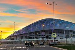 索契 俄国 2018年1月07日 体育场`在路和天空的背景的fischt ` 库存照片