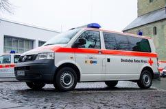 索斯特,德国- 2018年12月31日:德国红十字会汽车德语:Deutsches Rotes Kreuz 库存照片