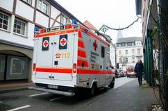索斯特,德国- 2018年12月31日:德语德国红十字会救护车的汽车:Deutsches Rotes Kreuz 免版税库存图片