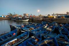 索维拉口岸在摩洛哥 索维拉蓝色渔船  库存照片