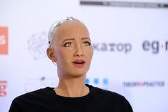 索菲娅有人的特点的机器人在Open在Skolokovo technopark的创新会议 免版税图库摄影
