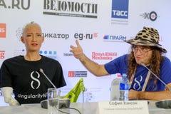 索菲娅有人的特点的机器人在Open在Skolokovo technopark的创新会议 免版税库存照片