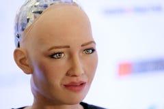 索菲娅有人的特点的机器人在Open在Skolokovo technopark的创新会议 免版税库存图片