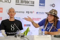 索菲娅有人的特点的机器人在Open在Skolokovo technopark的创新会议 库存照片