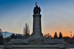 索非亚,保加利亚, 2017年9月16日:有苏联军队的纪念碑的公园是青年时期的重要会址在索非亚 库存图片