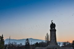 索非亚,保加利亚, 2017年9月16日:有苏联军队的纪念碑的公园是青年时期的重要会址在索非亚 免版税图库摄影