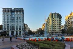 索非亚,保加利亚- 2017年8月11日:南方公园入口日落视图在市索非亚 免版税库存图片