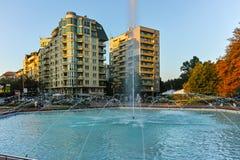 索非亚,保加利亚- 2017年8月11日:南方公园入口日落视图在市索非亚 库存照片